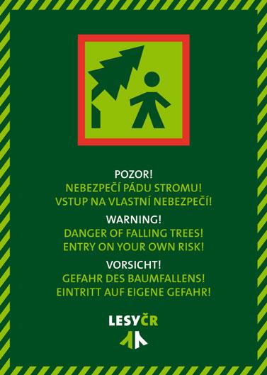 Tabule upozorňující na možné zvýšené nebezpečí pádu stromů
