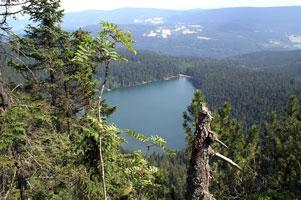 cerne-jezero-ze-steny-301x2.jpg