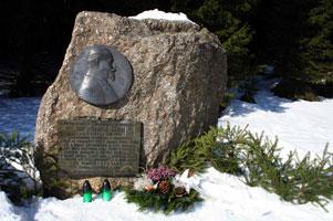 pomnik-2-301.jpg