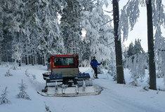 Zimní běžecké stopy vJeseníkách jsou pro lyžaře udržovány díky spolupráci se státním  podnikem Lesy ČR