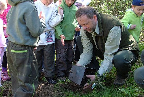 Lesníci Lesní správy Buchlovice vysazují zelené plíce