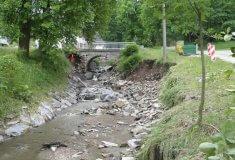Lesy ČR budují protipovodňovou ochranu Ondřejovic u Zlatých Hor