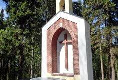 Lesy ČR obnovují lesní kaple, na Sokolovsku vysvětí jednu z nich kraslický děkan