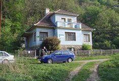 Lesy ČR: nepotřebné nemovitosti i auta podnik prodává, lesy vykupuje