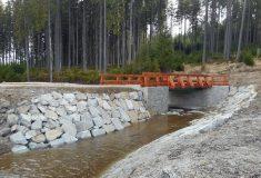 Retenční vodní nádrž opravily na jihu Čech Lesy ČR