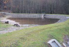 Šest nádrží zase v západočeské krajině zadržuje vodu: Obnovily je Lesy České republiky