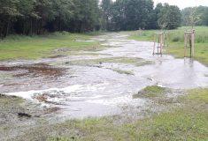Velká voda se díky přírodnímu korytu Debrného potoka rozlila do krajiny